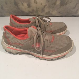 AWESOME TAN & CORAL SKECHERS SIZE 8.5–WITH FLAW